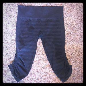Lululemon cropped pants sz 6